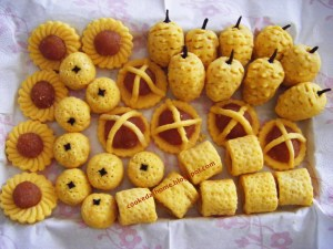 Borrowed photo of pineapple tart variations.
